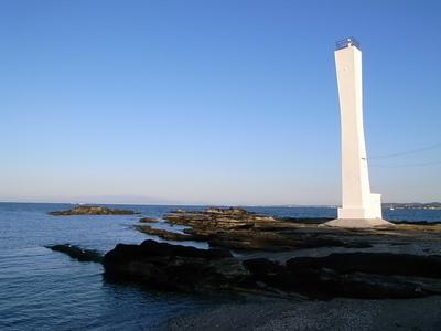 諸磯の灯台は今日も静かにたたずむ