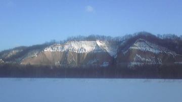 雪原とガンケと青空と