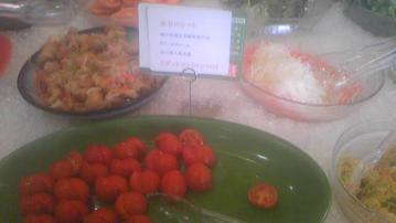 かんでかんでのトマト