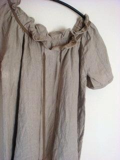 リネンの襟フリルブラウス