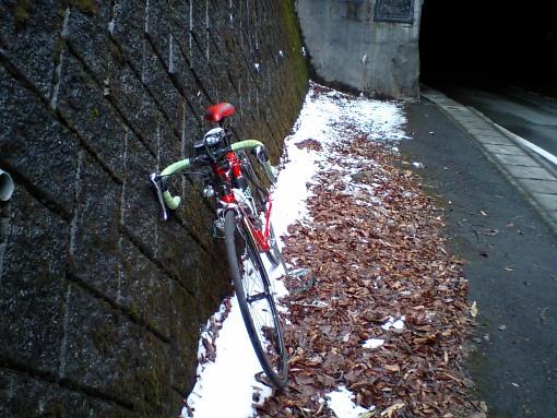 雪そして曇りの山伏峠