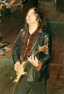 s-411px-Rory-Gallagher.jpg