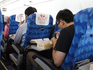機内食でキュウリ