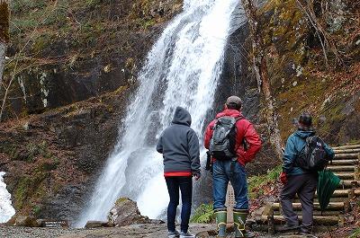 四十八滝での説明風景