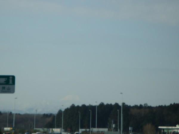 かすかに見える富士。