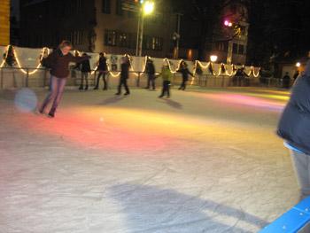 特設スケートリンク