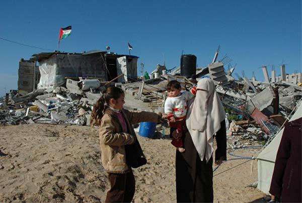 瓦礫と母と子