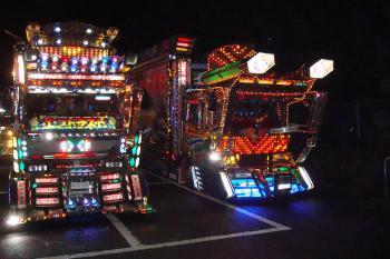 夜のアートトラック