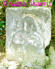 古池の石棺仏