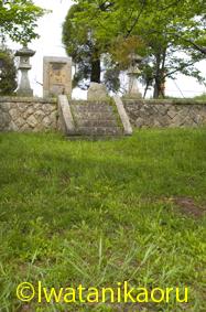 神木の石棺仏