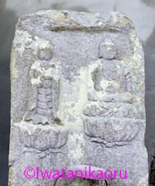 上三草の石棺仏_2
