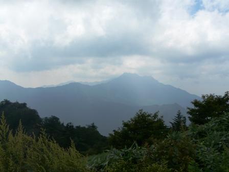 瓶ヶ森林道から見た 石鎚山
