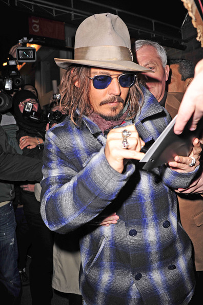 http://www.zimbio.com/pictures/qcwqyGgRYZJ/Johnny+Depp+Greets+Fans+in+NYC/_flatSnQW92/Johnny+Depp