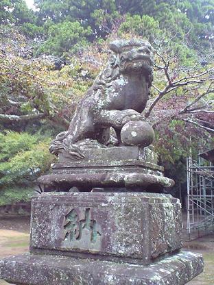 東大社 狛犬うんさん