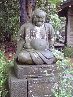 東大社 ナゾの石像