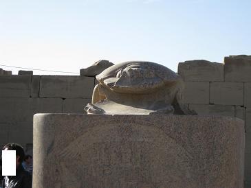 エジプト旅行:カルナック神殿 スカラベ像