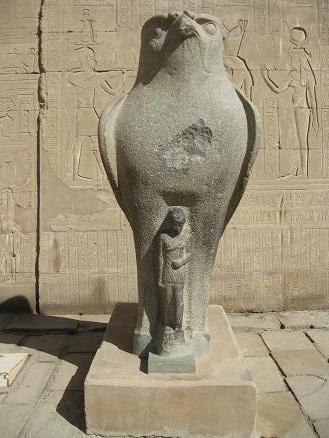 エジプト旅行:エドフ(ホルス)神殿 ホルス神②