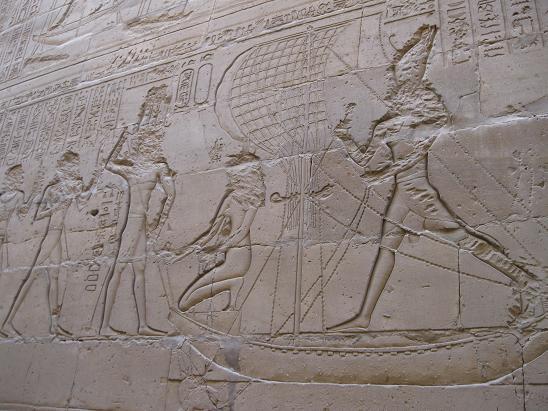 エジプト旅行:エドフ(ホルス)神殿 レリーフ②