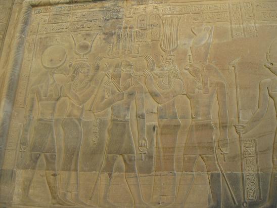 エジプト旅行:コムオンボ神殿 レリーフ②