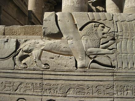 エジプト旅行:コムオンボ神殿 ライオン レリーフ