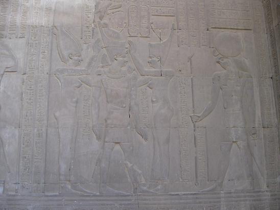 エジプト旅行:コムオンボ神殿 レリーフ④