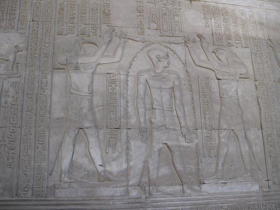 エジプト旅行:コムオンボ神殿 レリーフ③