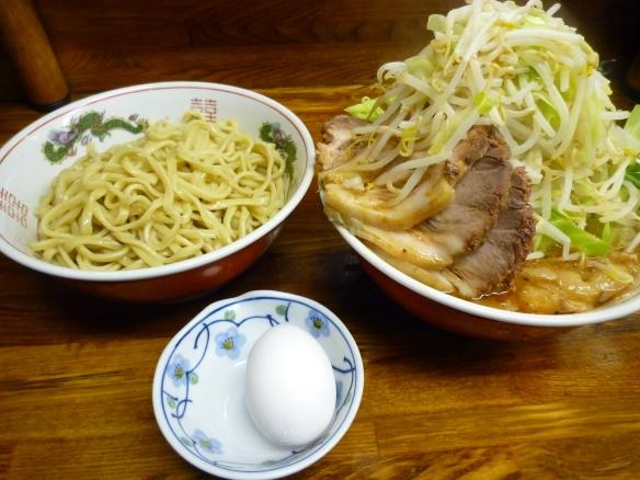 10年10月30日 新小金井 つけ麺豚入り ヤサイニンニク生卵(サービス)