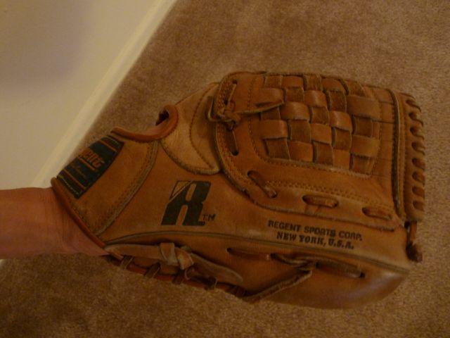 Baseball_Glove_100508.jpg