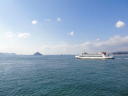 瀬戸内海を往くフェリー