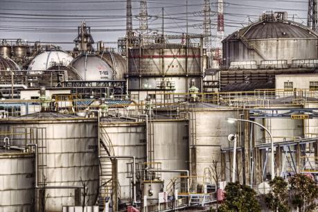 鹿島臨海工業地帯のタンク群