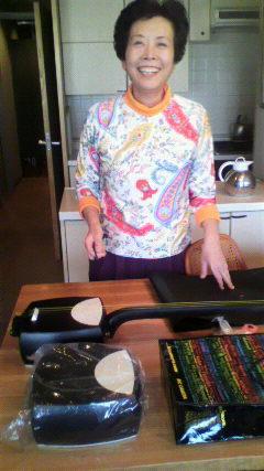 エレキ三味線「しのびね」の発明者、西園寺師匠です。