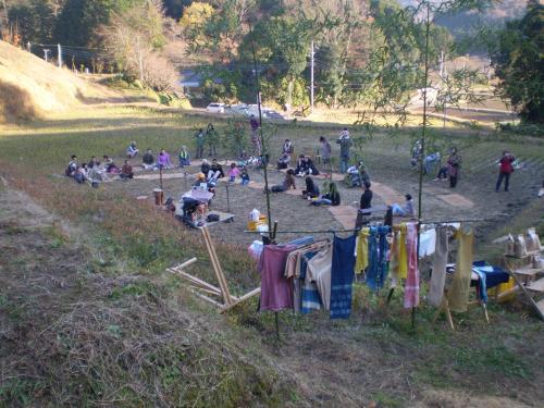 収穫祭 2010 むとうさん、草木染め 遠景