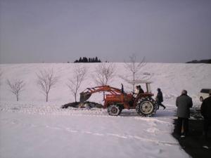 トラクターで雪かき