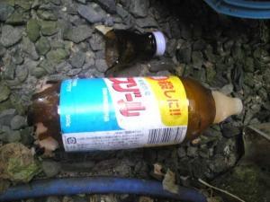 殺虫剤の瓶が割れますた。