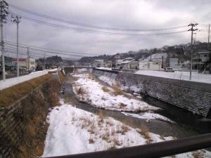 九伝橋から千厩川、東側を室根山が見えねーなー。