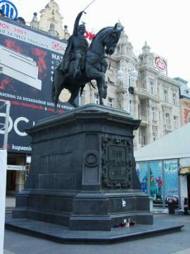 イェラッチチの騎馬像