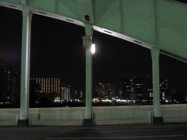 勝鬨橋 橋の傾斜で傾いて見えるだけ