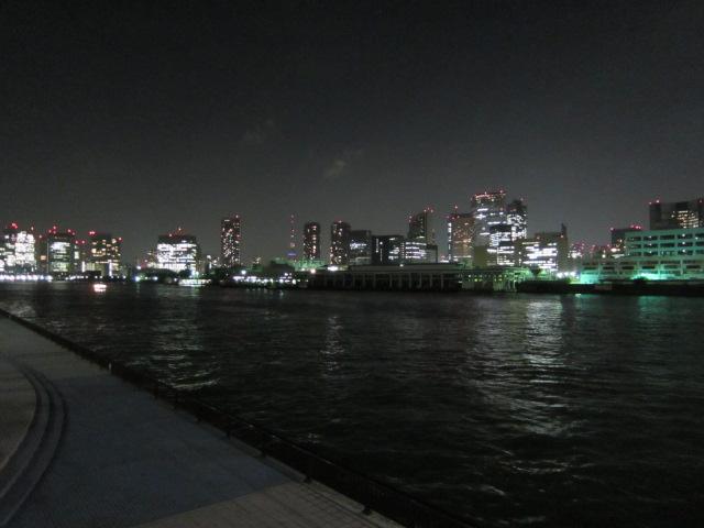 節電中の東京タワー