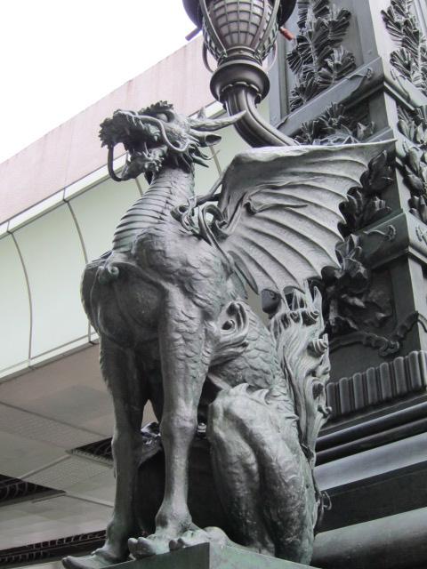 日本橋の守護神 麒麟さま