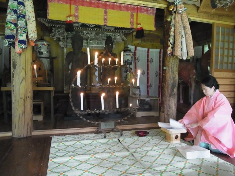 小沼神社社殿でのご開帳の儀