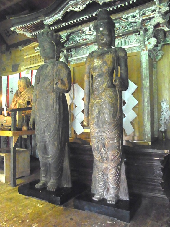 小沼神社の二躯の観音像