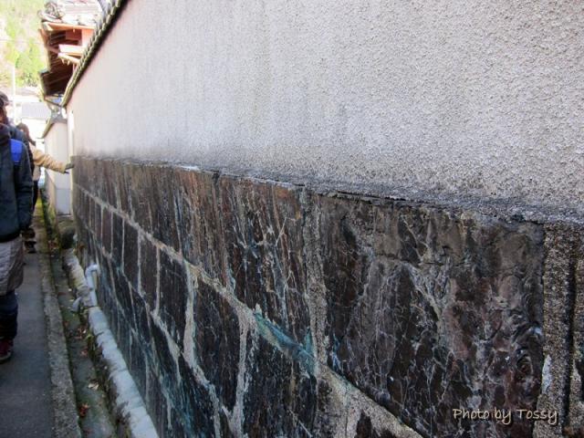 絡み石の石塀