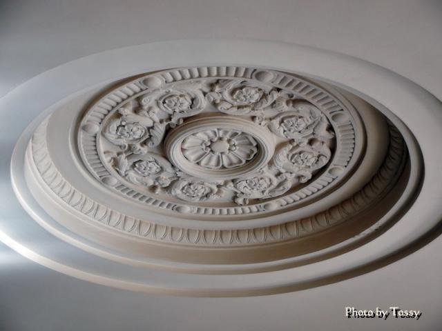 天井の浮き彫り