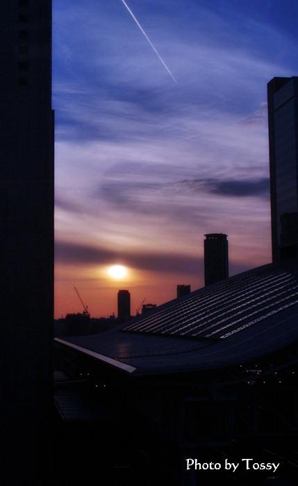 大阪駅 夕日