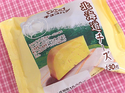 ファミリーマート チロルチョコパン 北海道チーズ(130円)