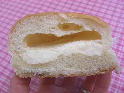 ファミリーマート チロルチョコパン 北海道チーズ 断面