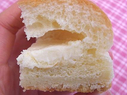 ファミリーマート チロルチョコパン 北海道チーズ 断面 アップ