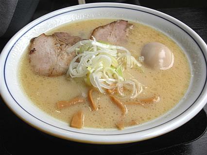 麺や城 コク塩(半熟味玉子トッピング)(780円)
