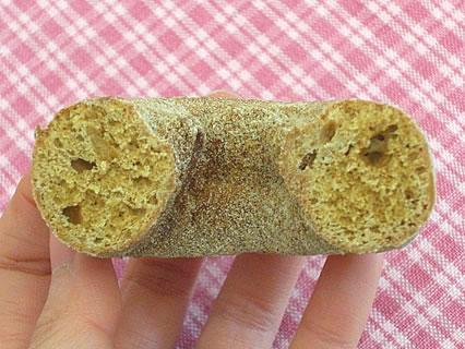 ミスタードーナツ 沖縄黒糖ドーナツ きなこ 断面