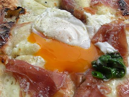 pizzeria DA SASINO(ピッツェリア ダ サスィーノ) ビスマルク 半熟卵
